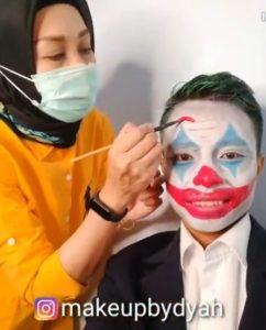 Make Up Joker Untuk Grand Opening Warung Bebek Trisno Malang